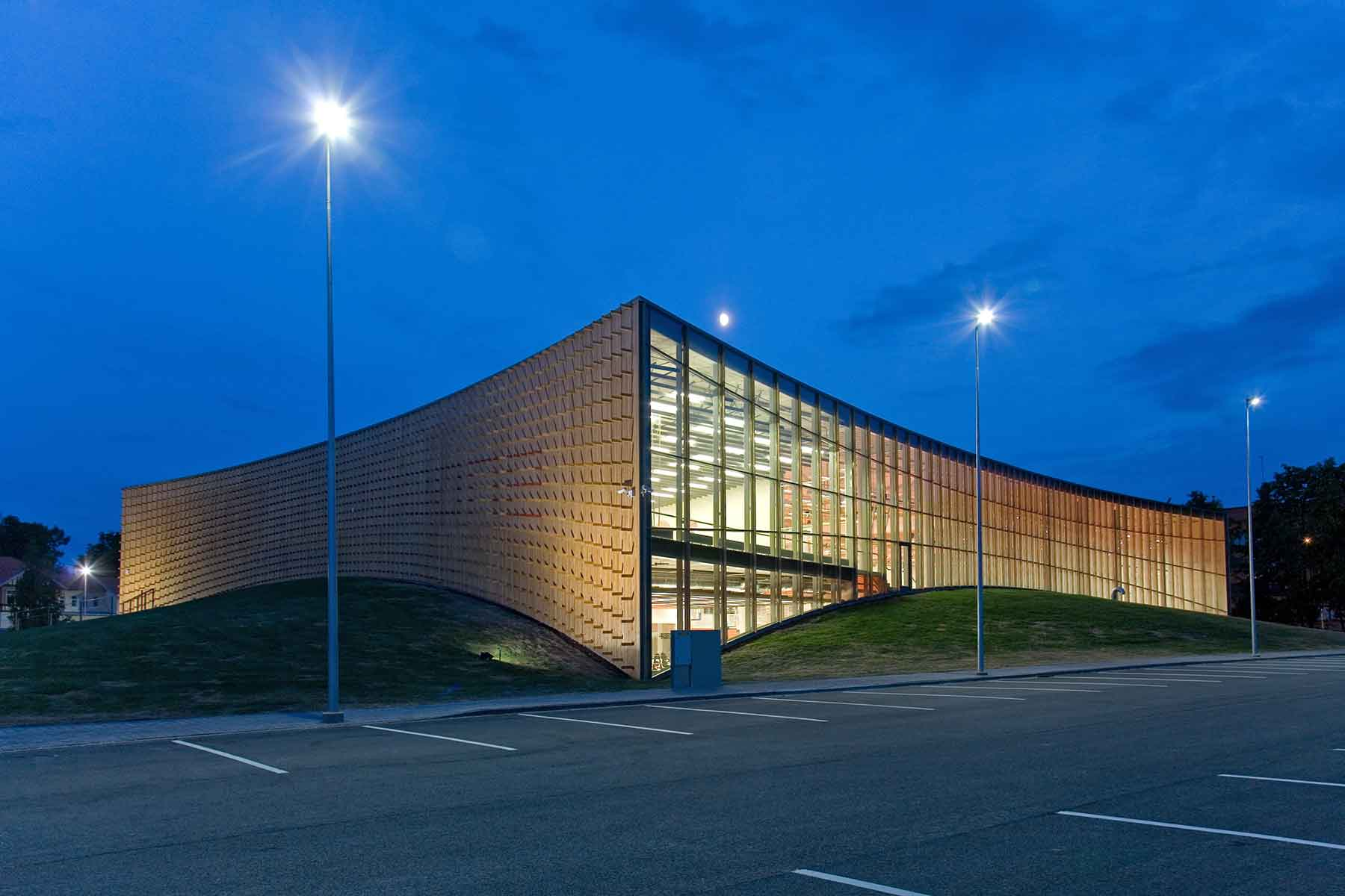 abstract-exterior-of-a-university-sports-club-Y63F9WF.jpg